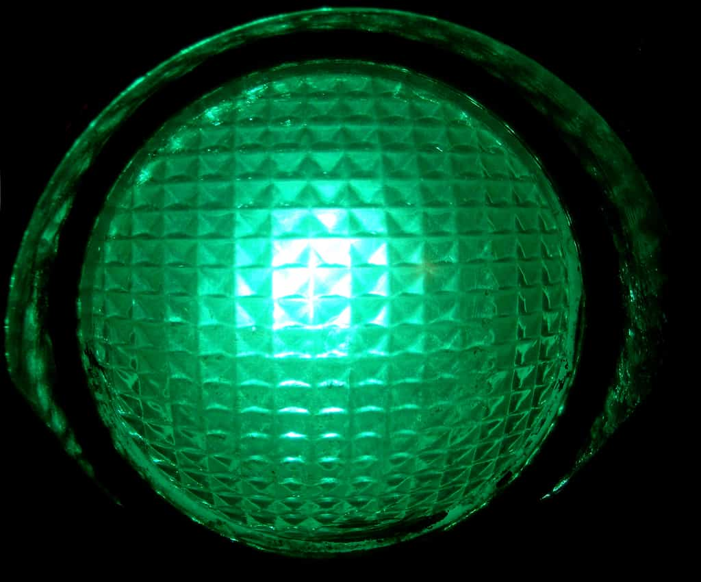 green light Lyrics to 'green light' by lorde i do my makeup in somebody else's car / we order different drinks at the same bars / i know about what you did and i wanna.